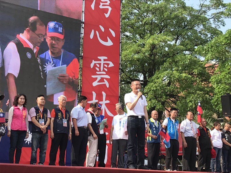 韓國瑜雲林造勢活動,前立委孫大千到場站台,他表示,韓國瑜可以翻轉南北、改變貧富、捍衛台灣,懇託大家支持,並要台下支持者幫韓國瑜加油,也替香港人打氣,他相信台灣是主權獨立的國家,今天的香港永遠不會變成明天的台灣。記者姜宜菁/攝影