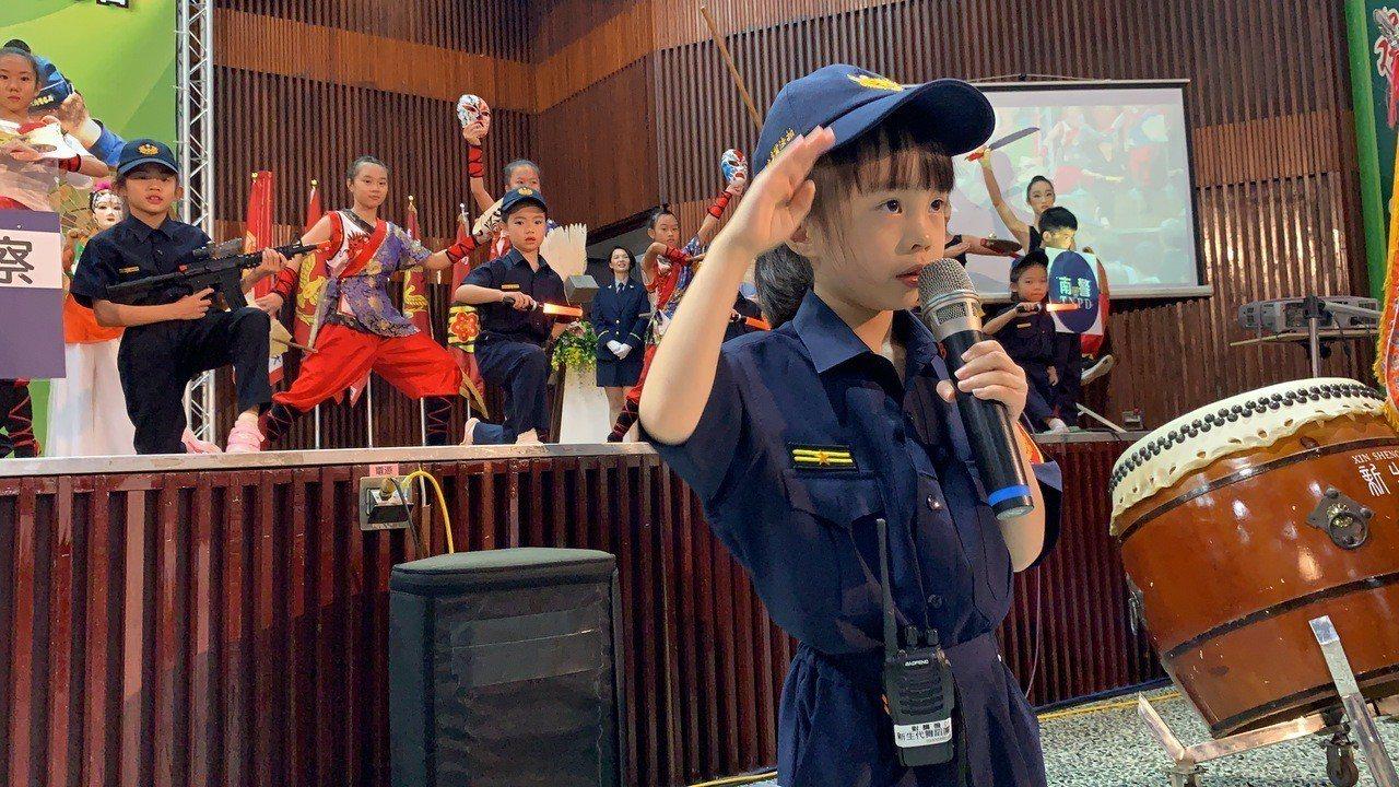 台南市警局慶祝警察節活動,小小警察「童言童語」,逗樂台下的警察大人們。記者吳淑玲...
