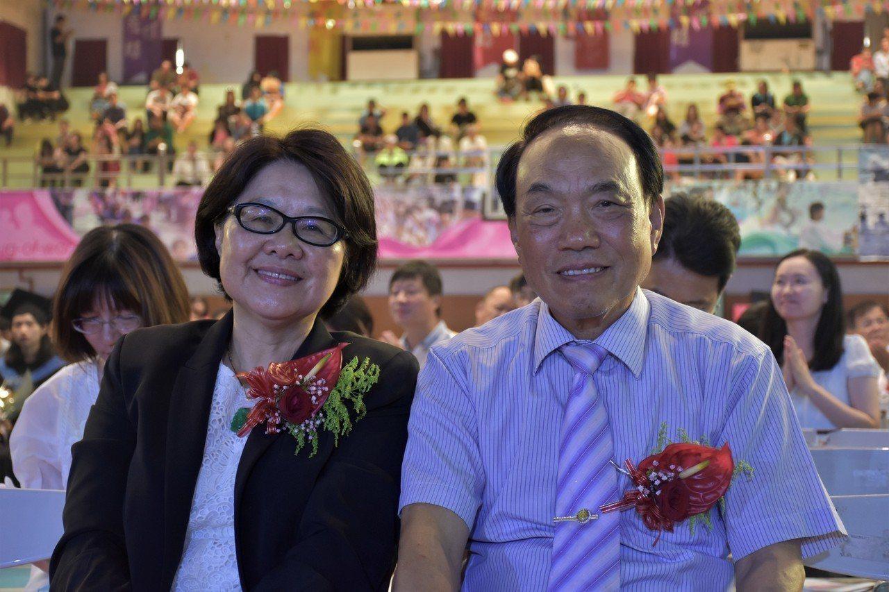 蘭陽技術學院校長林淑莉(左)表示108學年度暫以餐旅管理系單系招生,轉型為小而美...