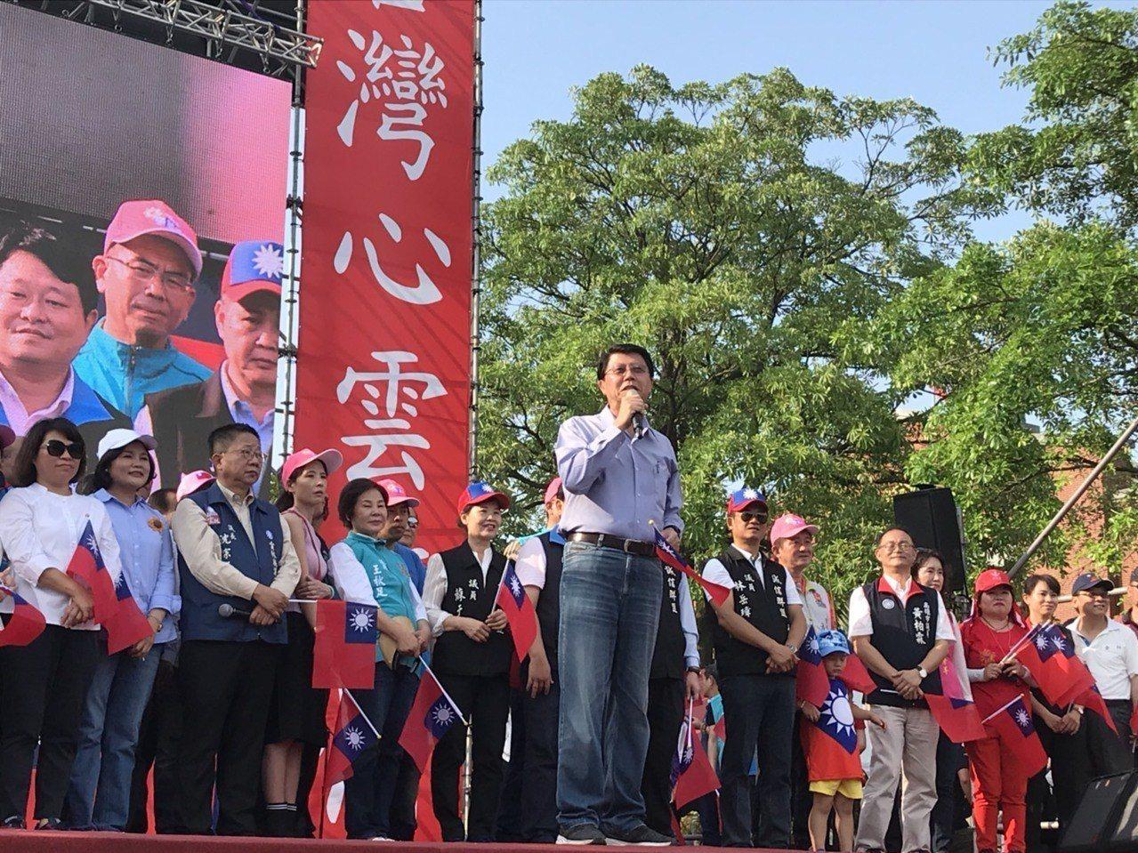 韓國瑜雲林造勢現場,台南市議員謝龍介到場力挺,談起初選越來越艱難,「這場很硬斗」...