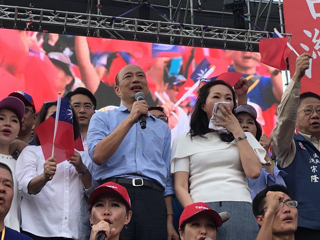 韓國瑜以雲林女婿身分回歸雲林演說,一開頭就說,如果我有機會當上中華民國總統,保證...