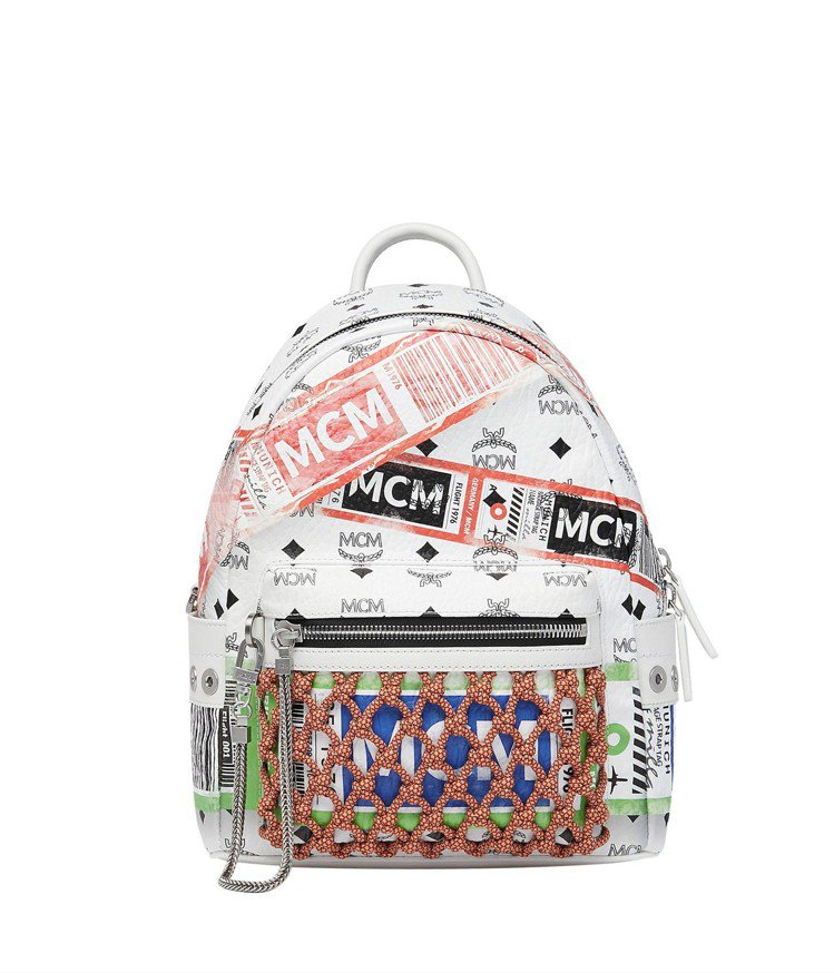 MCM Stark空運標籤小型白色後背包,售價37,000元。圖/MCM提供