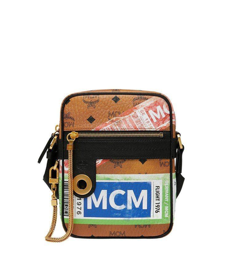 MCM Traveller空運標籤長型干邑色斜背包,售價24,000元。圖/MC...