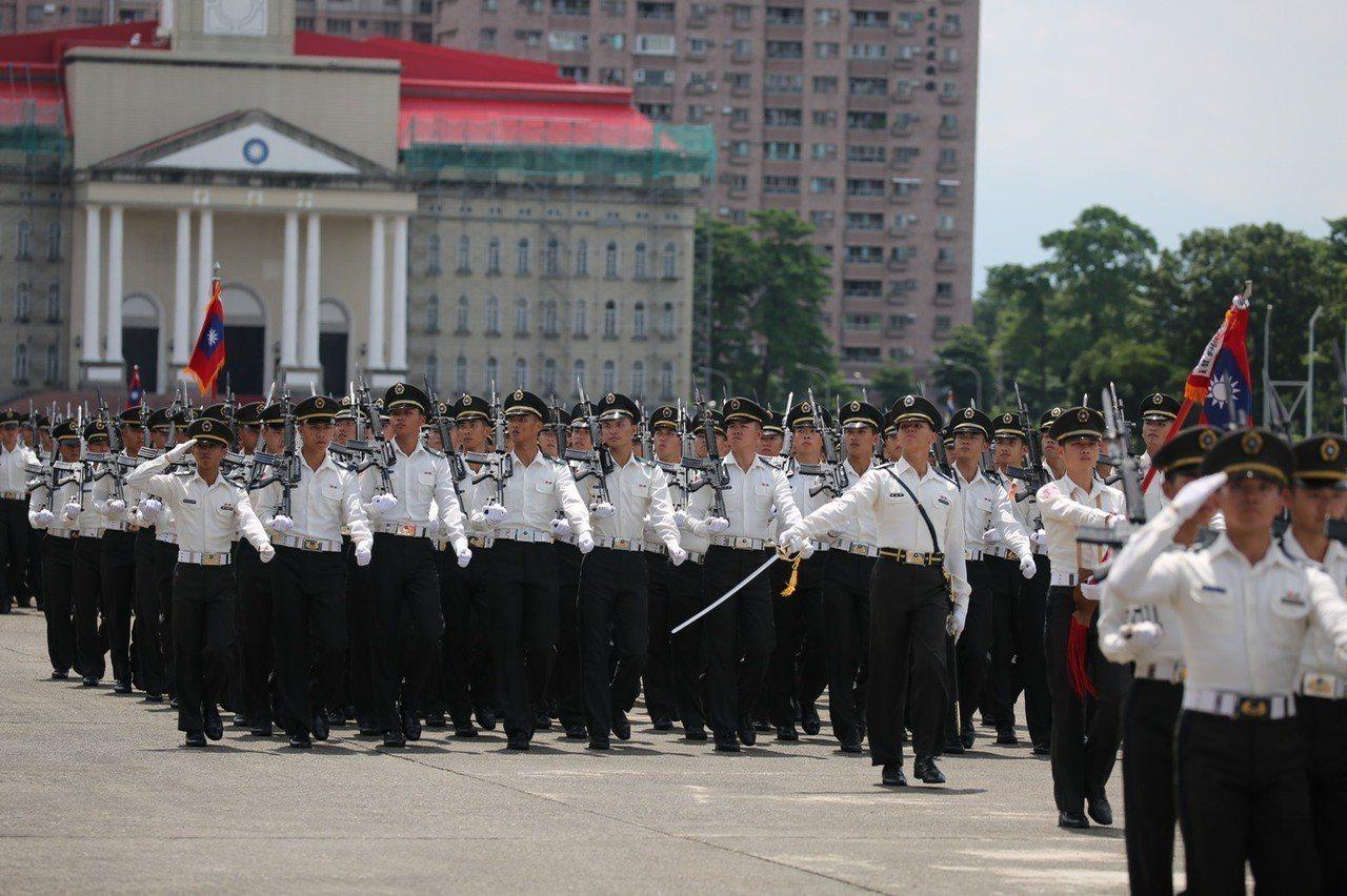 陸軍官校明天上午舉行95年週年校慶典禮,現場安排盛大陸空分列式。圖/陸軍官校
