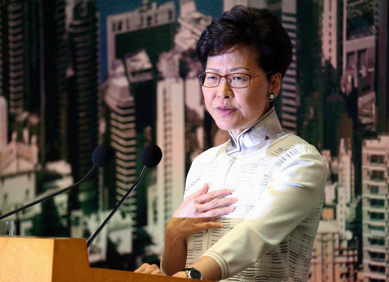 香港特首林鄭月娥下午宣布暫緩修例。(路透)