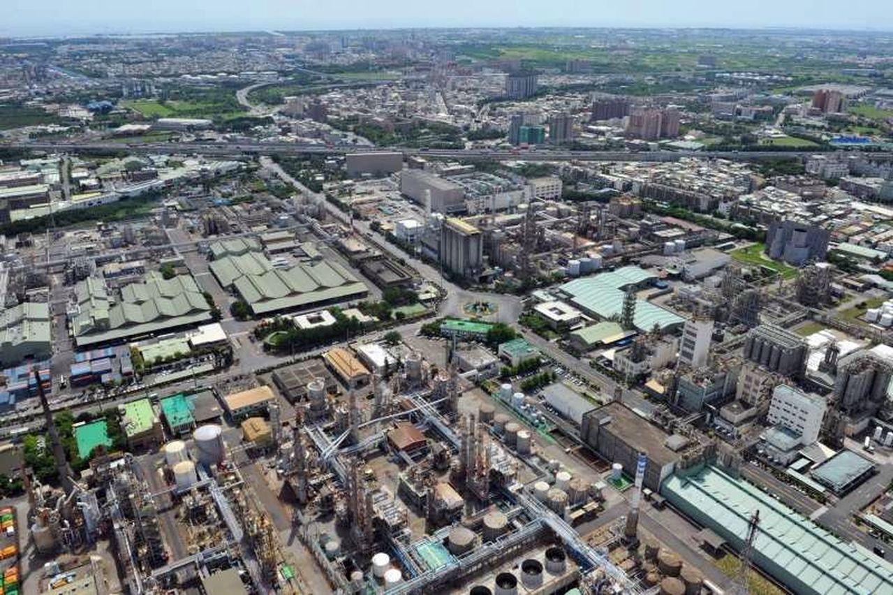 高雄市政府今年3月決議將大社工業區從特種降編為乙種工業區,案子目前在內政部都委會...