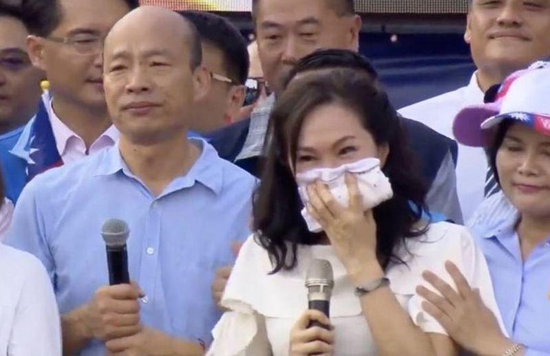 高雄市長韓國瑜(左一)和太太李佳芬(前中)參加雲林造勢,特別激動。圖/翻攝韓國瑜臉書
