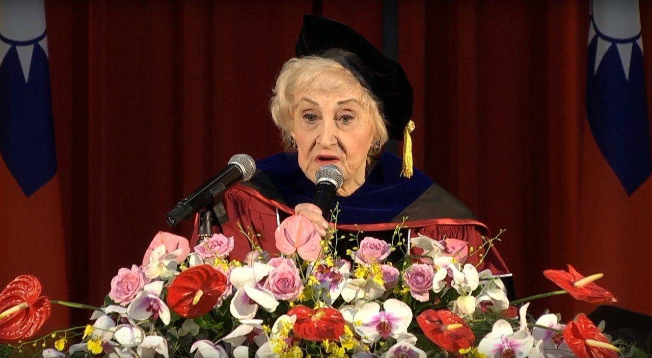 93歲空中英語教室創辦人彭蒙惠和畢業生分享她的人生故事,她透露說,當年想當音樂家...