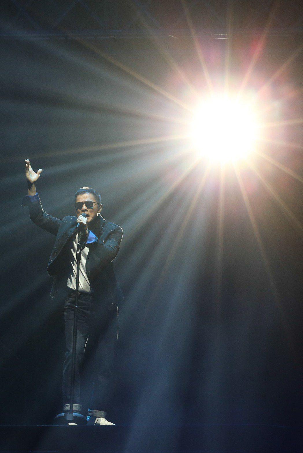 羅大佑15日在台北小巨蛋開唱。記者葉信菉/攝影