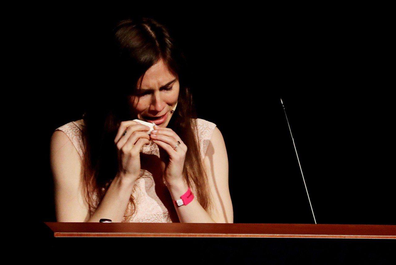 諾克斯15日在摩德納大學發表演說,想起自身遭遇,忍不住聲淚俱下說「我不是怪物,我...