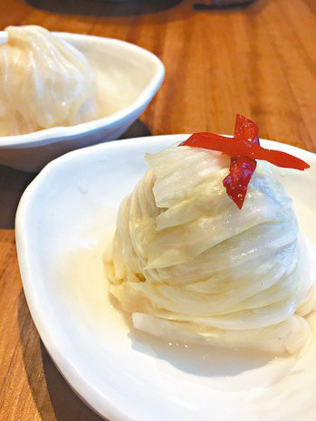 翟九第二代店的泡菜開始有不同造型。 圖/朱慧芳
