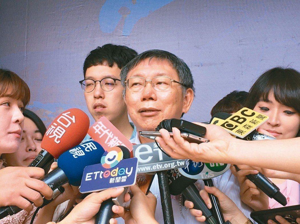 黨內人士指出,從大方向來看,在藍綠兩大主要政黨外,台北市長柯文哲(圖)參選的態度...