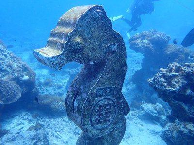 綠島海底的豆丁海馬郵筒,深度11.5米,是目前全台最深的海底郵筒。圖/公館國小提...