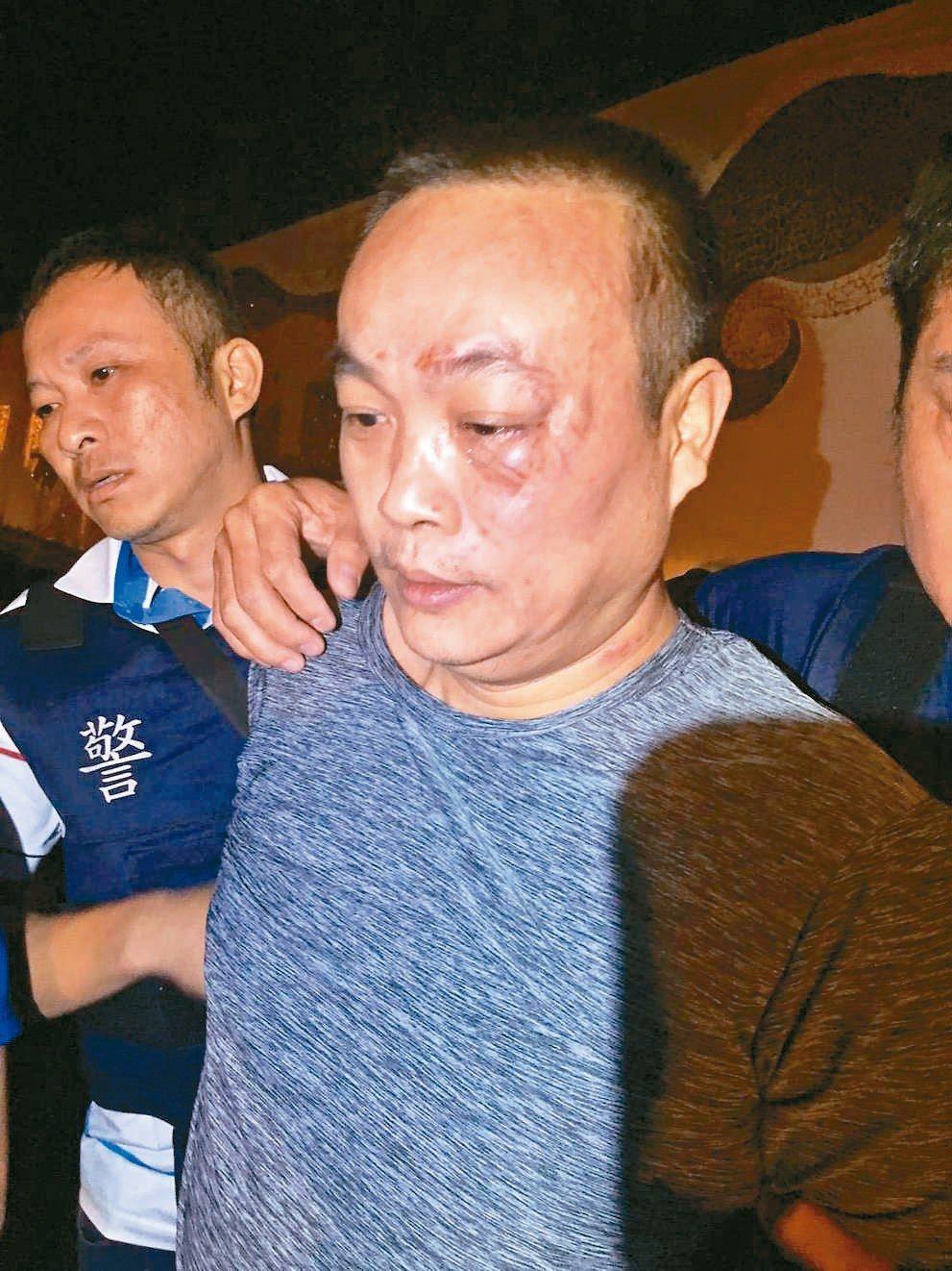 涉嫌槍殺台南刑警的梅姓嫌犯(右)落網。 記者吳淑玲/翻攝