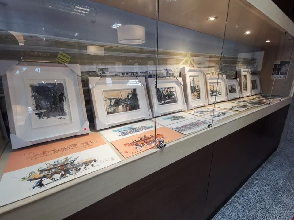 金門尚義機場最近有場「楊文斌和楊宸安父子水彩畫展」,年僅10歲的小畫家楊宸安「安...