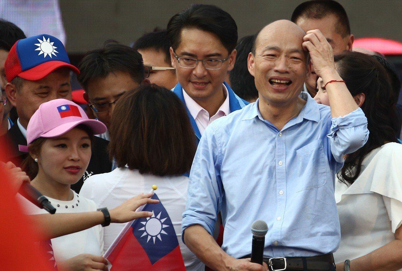 韓國瑜(左)的總統選舉支持度持續下滑。 記者黃仲裕/攝影