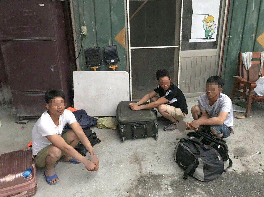 移民署花蓮專勤隊查獲3名失聯移工。圖/移民署花蓮專勤隊提供