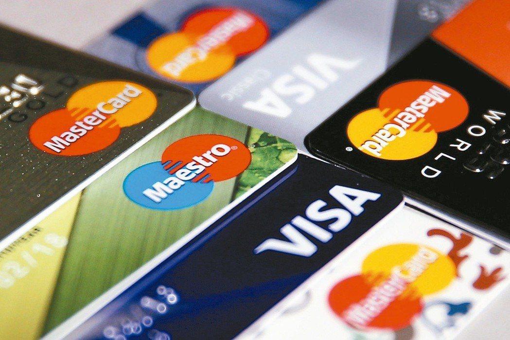 據金管會最新統計,今年3月底止,信用卡流通卡數增加至4,456萬張,直逼卡債風暴...