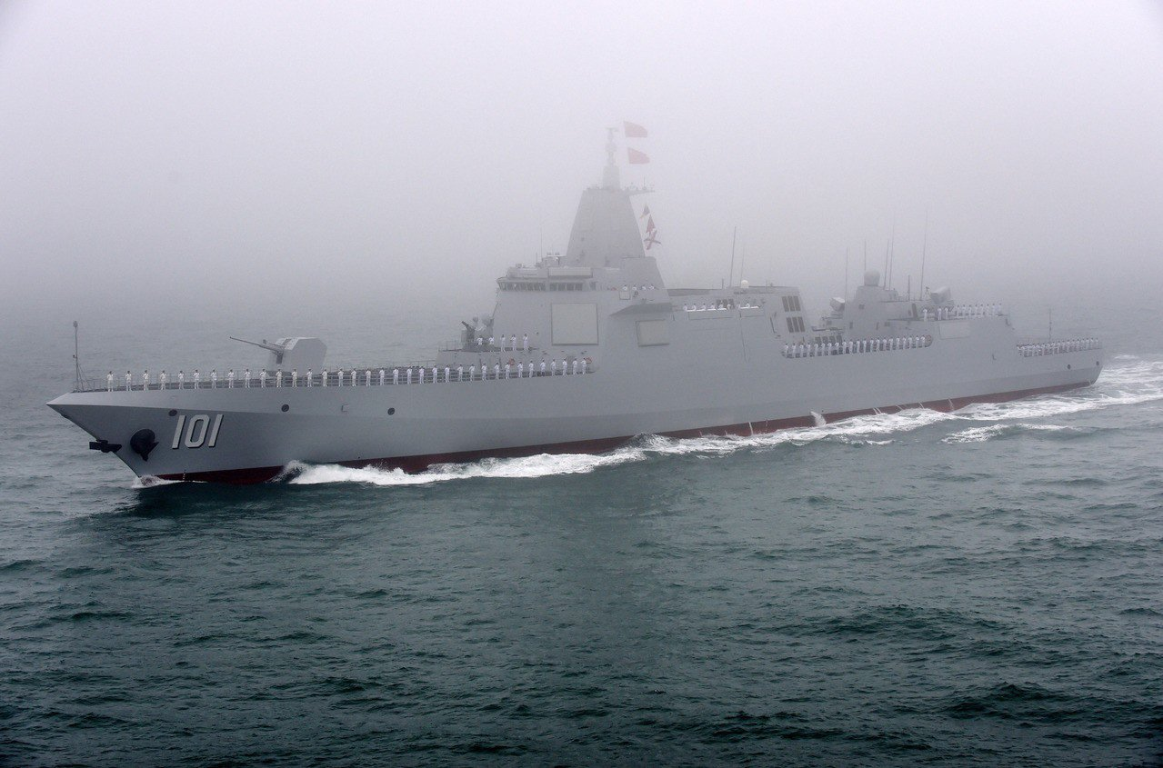 南昌艦服役在即,大連造船廠4艘055型導彈驅逐艦同時現身。 新華社