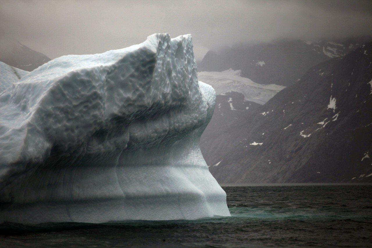 格陵蘭異常高溫 單日融冰20億噸 美聯社