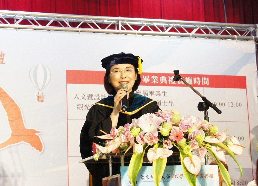 景文科大校長洪久賢致詞勉畢業生  築夢踏實成就精彩人生。劉美恩/攝影