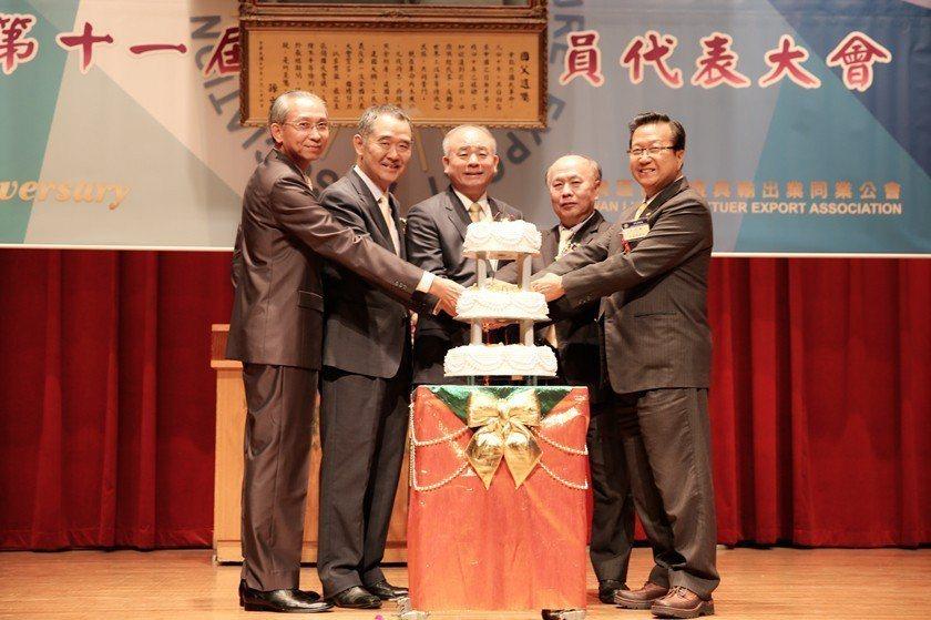 台灣區照明燈具輸出業同業公會舉行成立三十周年慶祝儀式。 曹佳榮/攝影