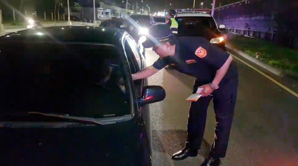 台中市警局交通大隊昨晚與彰化縣警察局、國道公路警察局,聯合取締酒駕,查獲18人依...