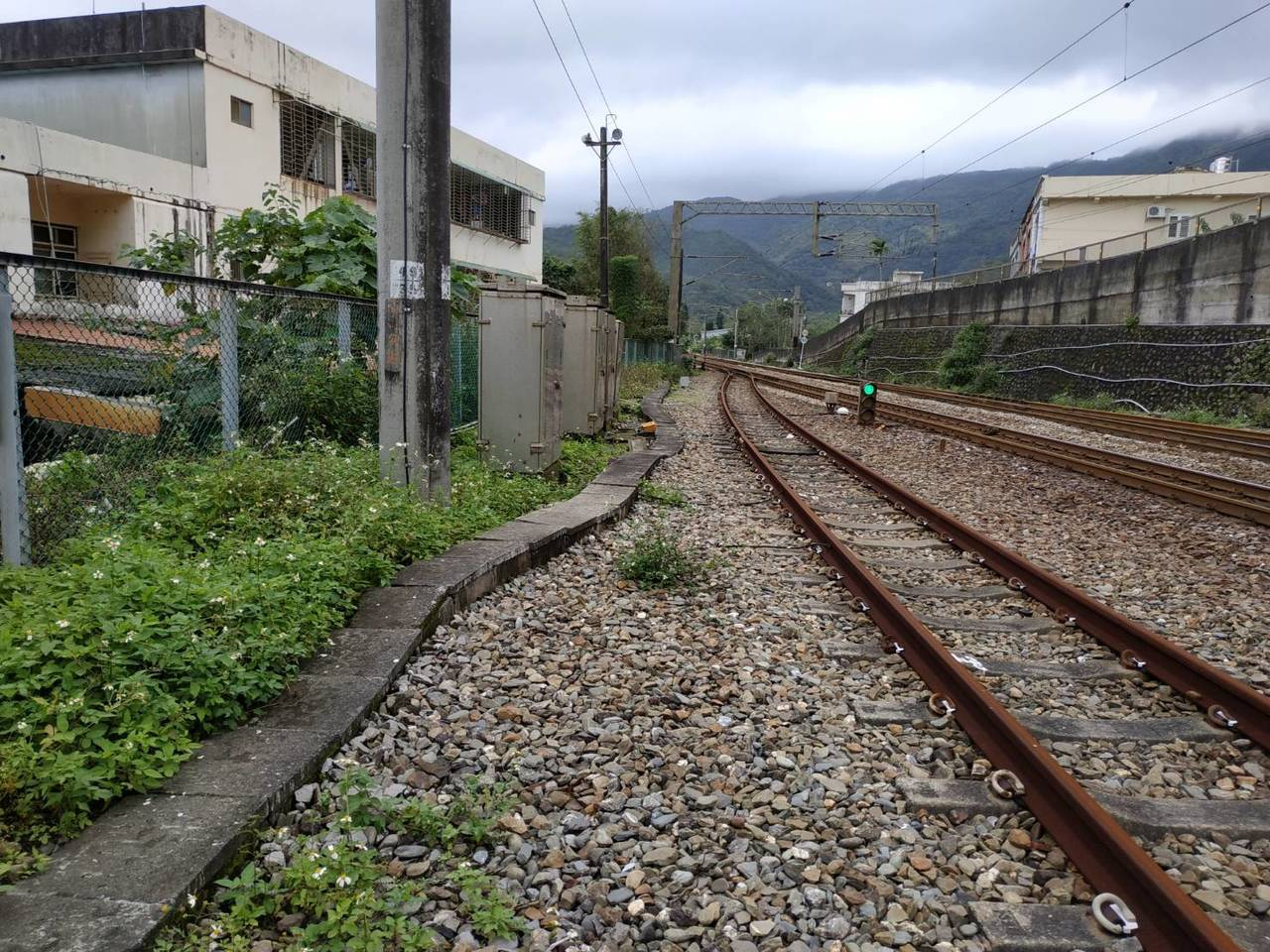 據台鐵局統計,近三年共有74件闖越軌道發生的死傷事故。圖/台鐵局提供