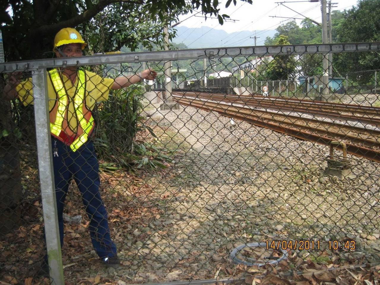礙於天氣及土地爭議兩大因素,台鐵175公里圍籬延至8月底完工。圖/台鐵局提供