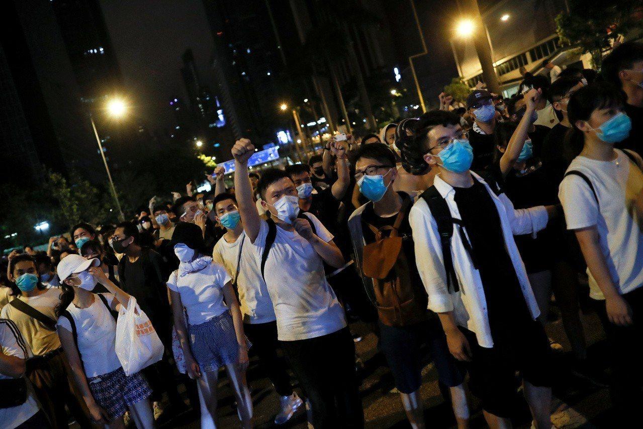 香港反送中遊行的示威者擔憂會被中國大陸盯上,他們極力不留痕跡,避免被政府當局及追...