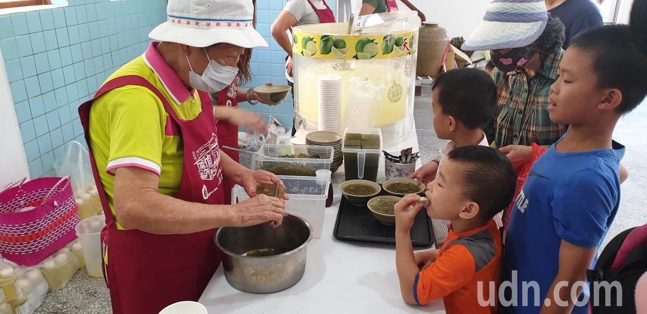 第一屆豐原麻芛文化季活動,現場有麻芛果凍。記者游振昇/攝影