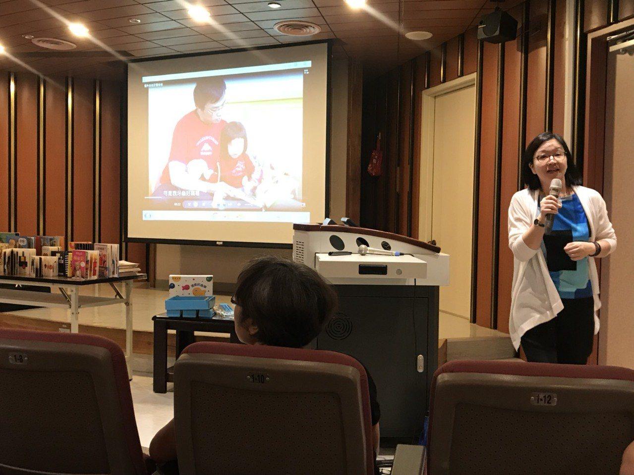 信誼基金會體驗長暨總編輯廖瑞文表示,0至3歲是建立親子依戀關係的重要時期,透過讀...