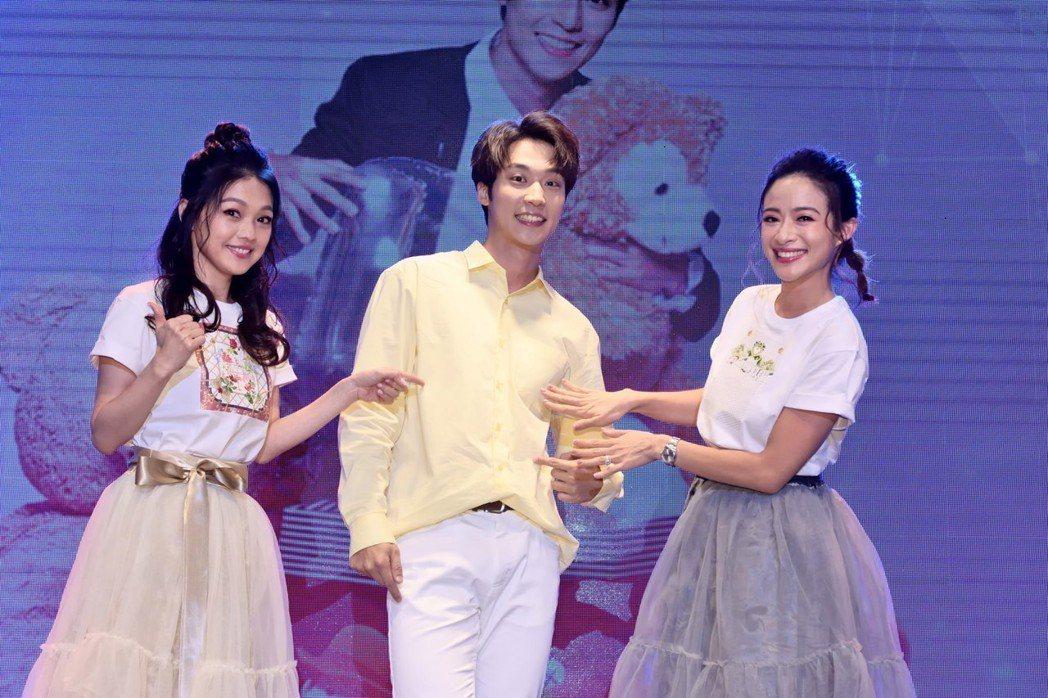 卞慶華慶生,師姐蜜雪薇琪也到場合唱歌曲「小酒窩」,現場氣氛溫馨甜蜜。圖/唱戲世界