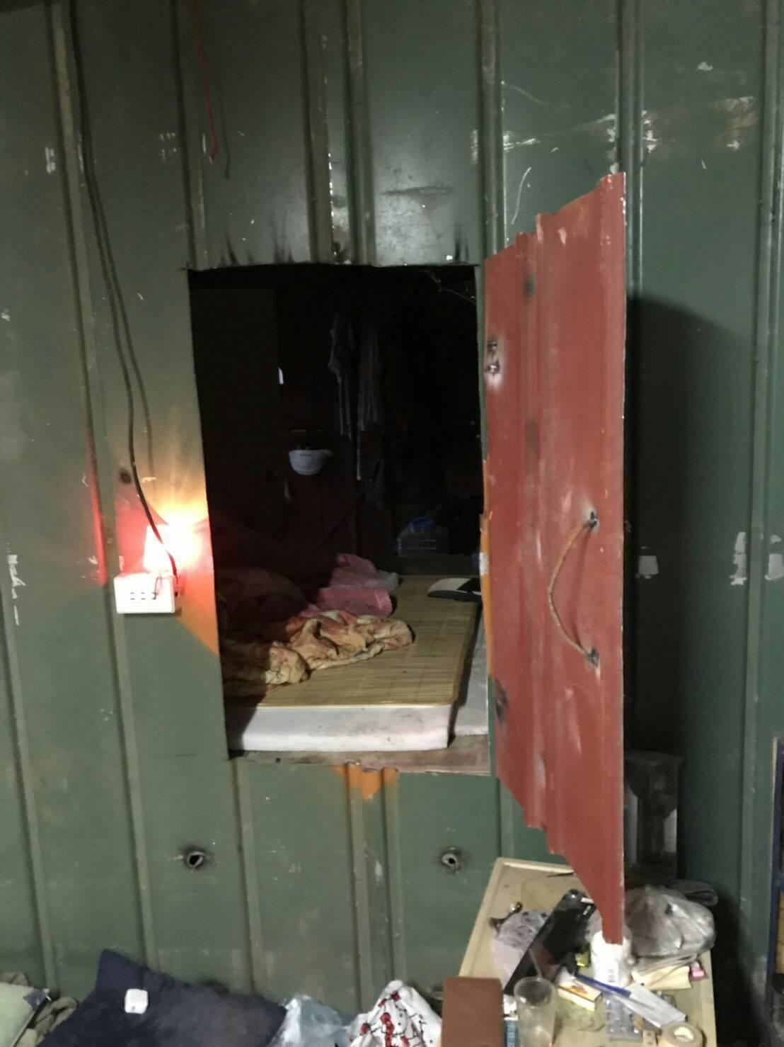 移工躲藏地處隱密鐵皮搭建的工寮。圖/移民署花蓮專勤隊提供