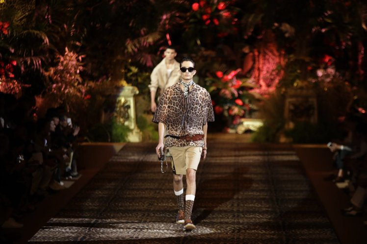Dolce & Gabbana上演「浪漫拓荒者」戲碼。(美聯社)