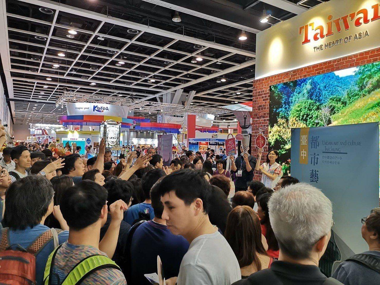 台中市政府到香港旅展推廣台中觀光,攤位熱絡。圖/台中市政府提供