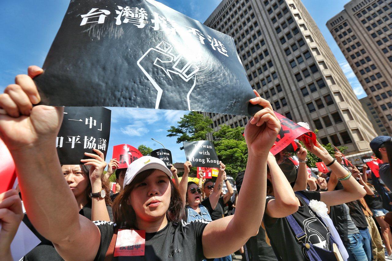 反香港送中條例,今天約五千人於立法院前集合,聲援香港市民反對修法。記者曾原信/攝...