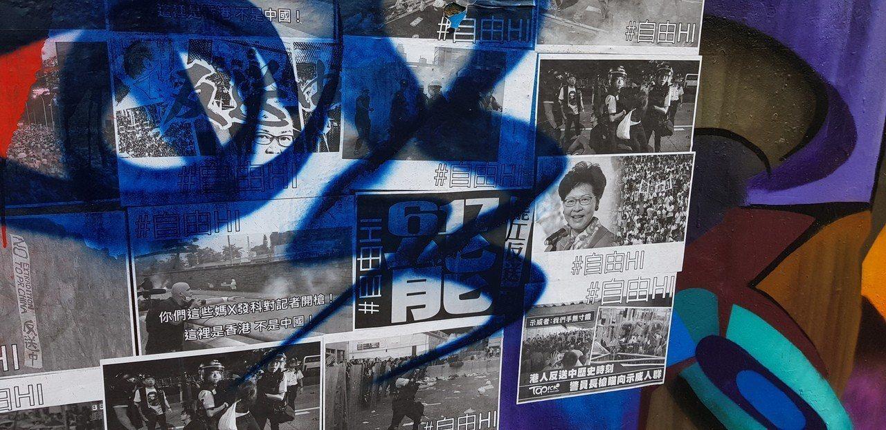 台南四維地下道有挺反送中的新聞牆。記者修瑞瑩/攝影