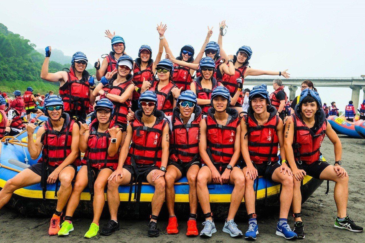 秀姑巒溪國際泛舟鐵人三項競賽吸引近千人報名參加。圖/東管處提供