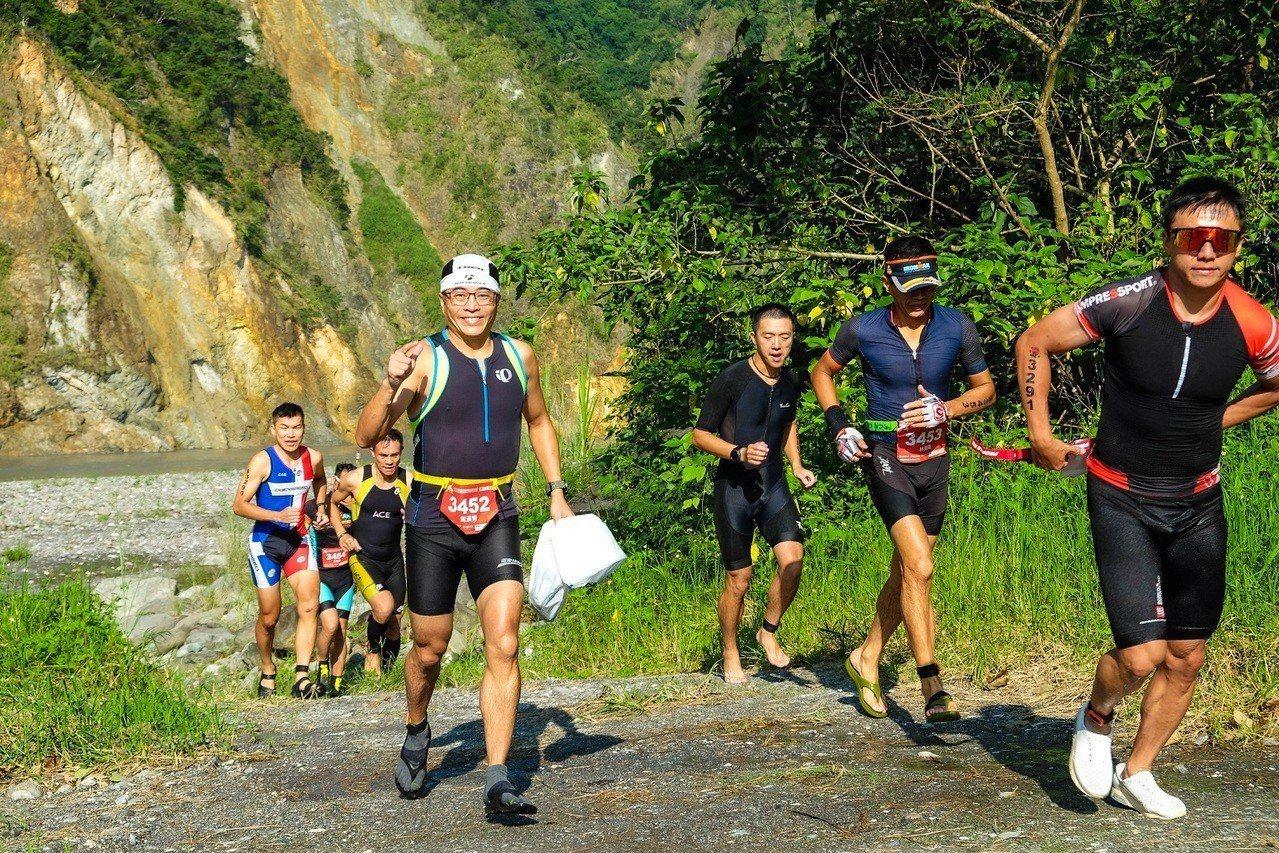 秀姑巒溪國際泛舟鐵人三項,第二項要路跑12.6公里。圖/東管處提供