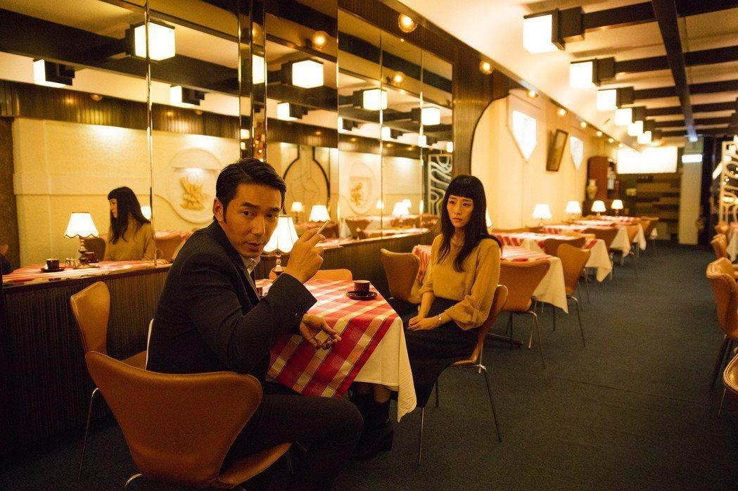 李李仁(左)在「灼人秘密」有精湛演出。圖/岸上影像提供