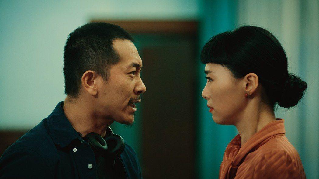 施名帥(左)片中飾演導演,用驚世駭俗的手段,迫使吳可熙(右)飆出影后級演技。圖/...