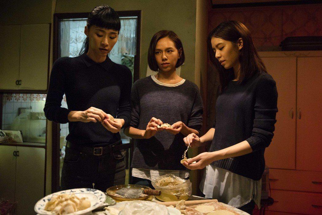 「灼人三姝」左起吳可熙、夏于喬、宋芸樺。圖/岸上影像提供