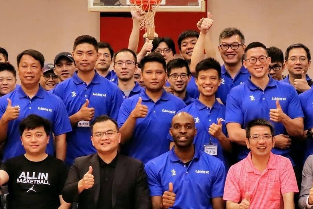 國內外百位籃球教練齊聚宜蘭交流,邀請新台灣人戴維斯到場分享經驗。圖/宜蘭市體育會...