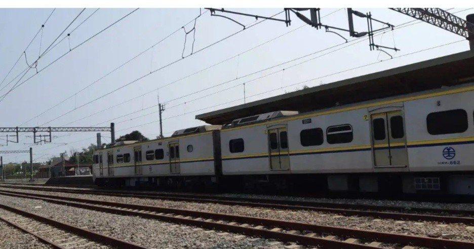 斗南火車站稍早傳出有名女子掉落月台,火車因此延誤46分鐘,目前已經恢復通車,圖為...