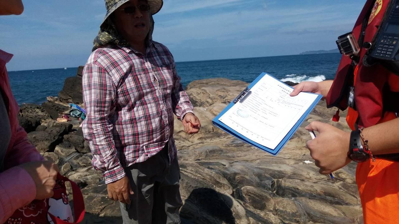劉姓男子跑到潮境保育區釣魚,雖然未有漁獲,但已違法。圖/第二岸巡隊提供
