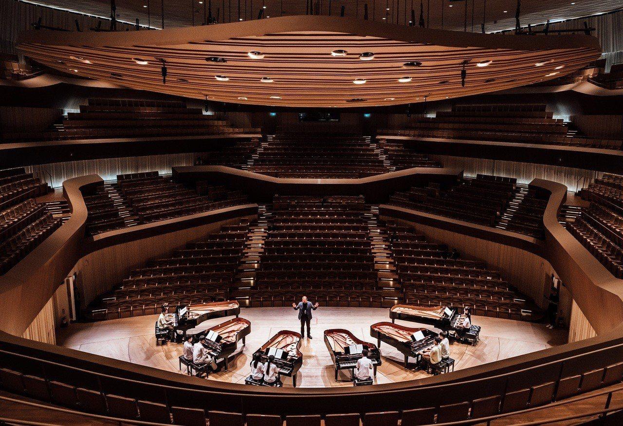 來自全台10組高中生鋼琴好手在17、18日「2019高校龍虎鬥」前,16日開幕式...