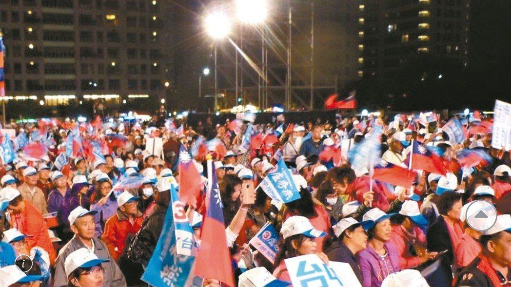 6月22日韓國瑜台中造勢活動,地點選在西屯區河南路老虎城旁的空地。去年市長大選時...