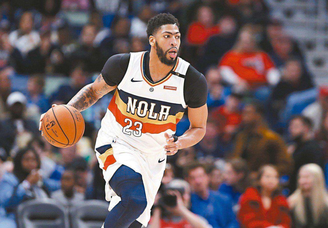 戴維斯改披湖人隊球衣,成為NBA季後第一筆重量級交易。 (美聯社)