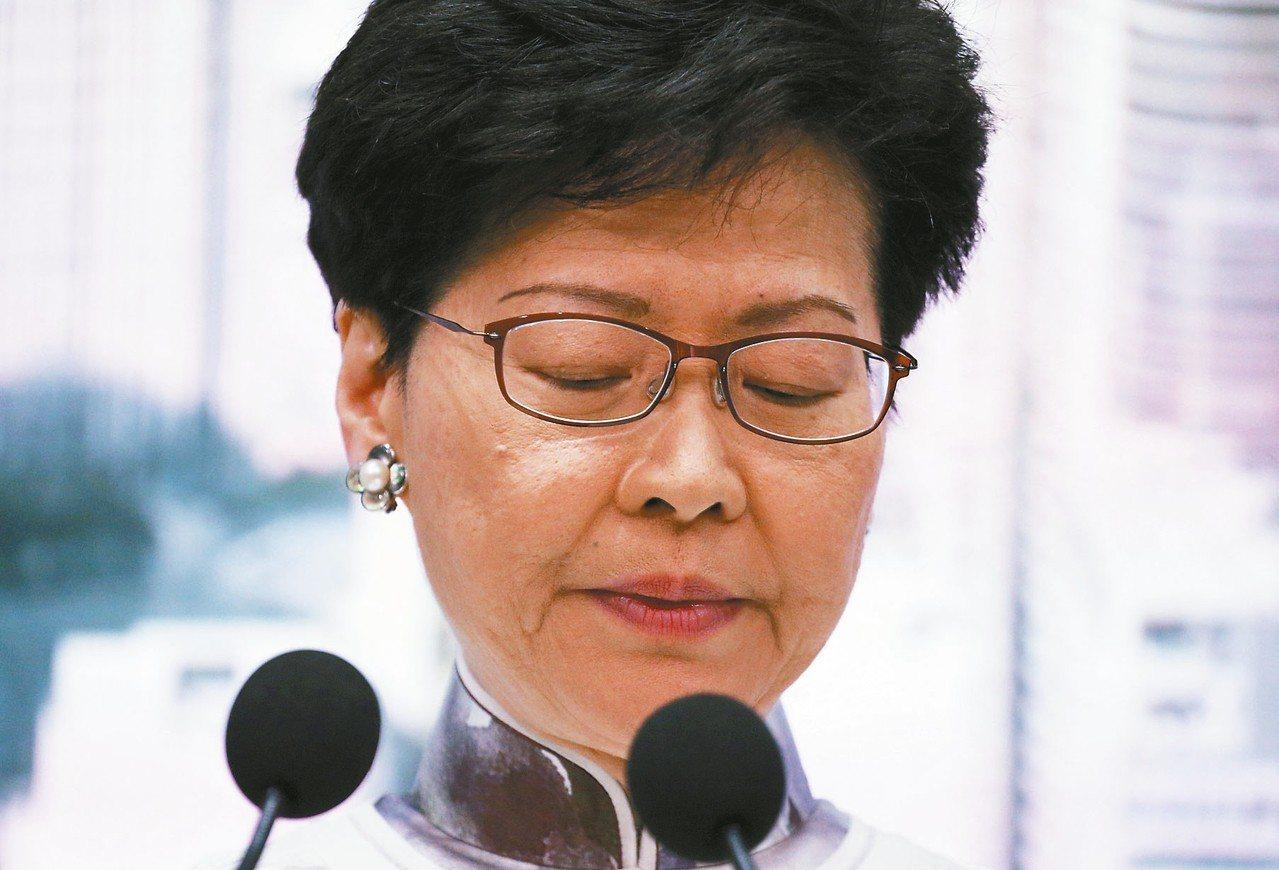 香港特首林鄭月娥向港人致歉。 (路透)